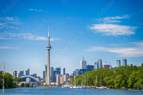 La pose en embrasure Toronto Skyline of Toronto in Canada