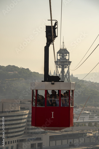 Photo  Loaded cable car coming in to Station