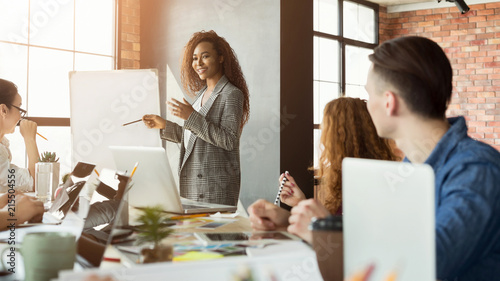 Fotografía  Cheerful businesswoman giving presentation to group
