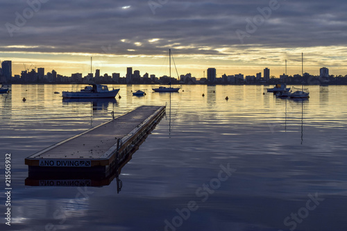 Fotobehang Pier Jetty and boats against Perth skyline