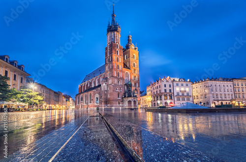 Fototapeta Basilica of Saint Mary at dusk with reflection in Krakow, Poland obraz