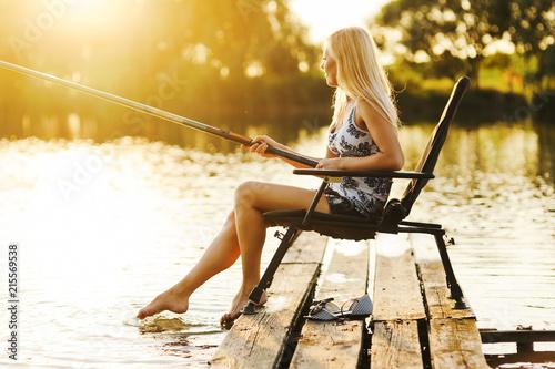 Poster Peche Young woman fishing