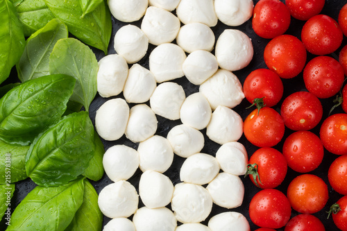 Canvas-taulu Italian flag made with Tomato Mozzarella and Basil