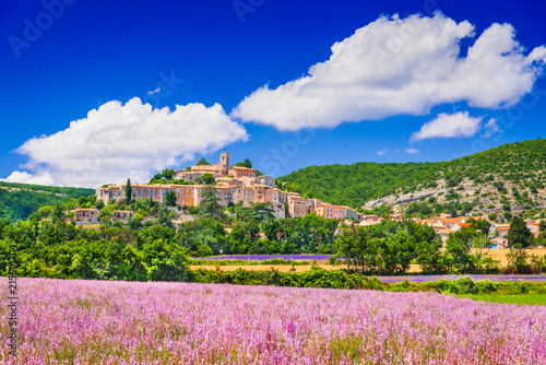 Photo  Banon hilltop village in Provence, France
