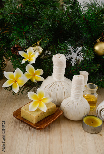Spoed Foto op Canvas Spa Christmas spa with Composition of spa treatment and wooden background
