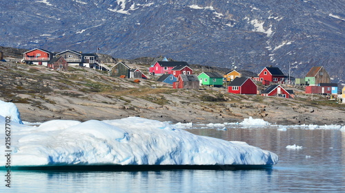 Deurstickers Poolcirkel Little town in Greenland