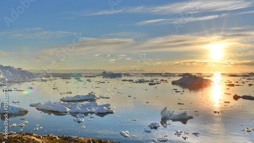 Spoed Fotobehang Poolcirkel Midnight sun in Greenland