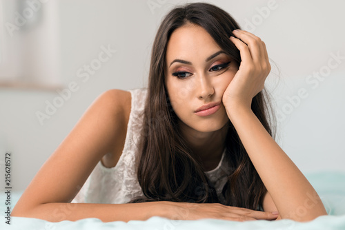 Photo Young beautiful  woman with bored  expression