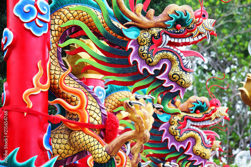 Photo  tradition chinese dragon statue pole background.