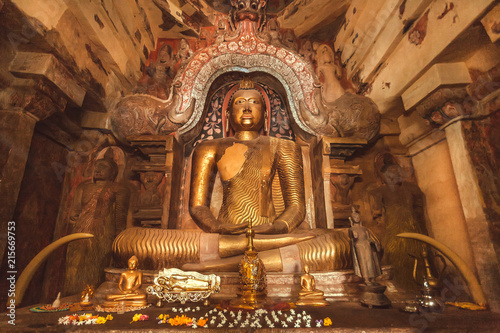 Papiers peints Xian Figure of meditating Buddha inside cave of stone temple. Buddhist structure with sculptures from 14th century, Sri Lanka