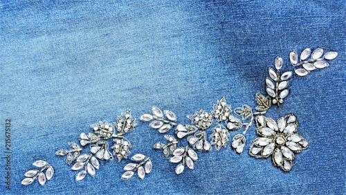 Jeans Detail  - Perlenstickerei - Patches - Blumenranke aus Edelsteinen