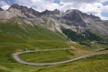 La Route Du Col Du Lautaret Dominée Par Le Grand Galibier (alt 3228 M)