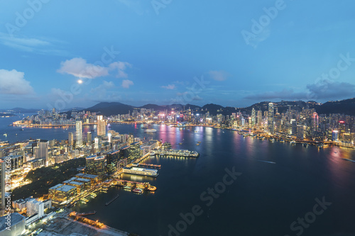 Poster Los Angeles Aerial view of Victoria Harbor of Hong Kong City at dusk