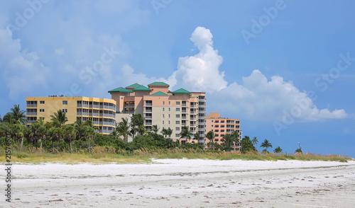 Keuken foto achterwand Verenigde Staten Waterfront resorts, timeshares, condos and apartment rentals on Fort Myers Beach, Florida, USA.