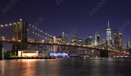 Foto op Plexiglas Brooklyn Bridge Panorama of Brooklyn Bridge and New York City (Lower Manhattan) with lights and reflections at dusk, USA