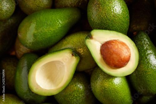 Obraz na plátně Bunch of fresh avocados in the organic food market