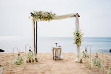 A Gentle Wedding Arch On The S...