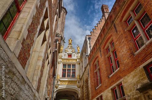 Deurstickers Brugge Gasse in der Altstadt von Brügge in Belgien