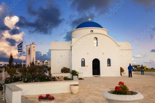 Kościół w stylu greckim, zachód słońca, St. Nicholas Church Paphos, Cyprus
