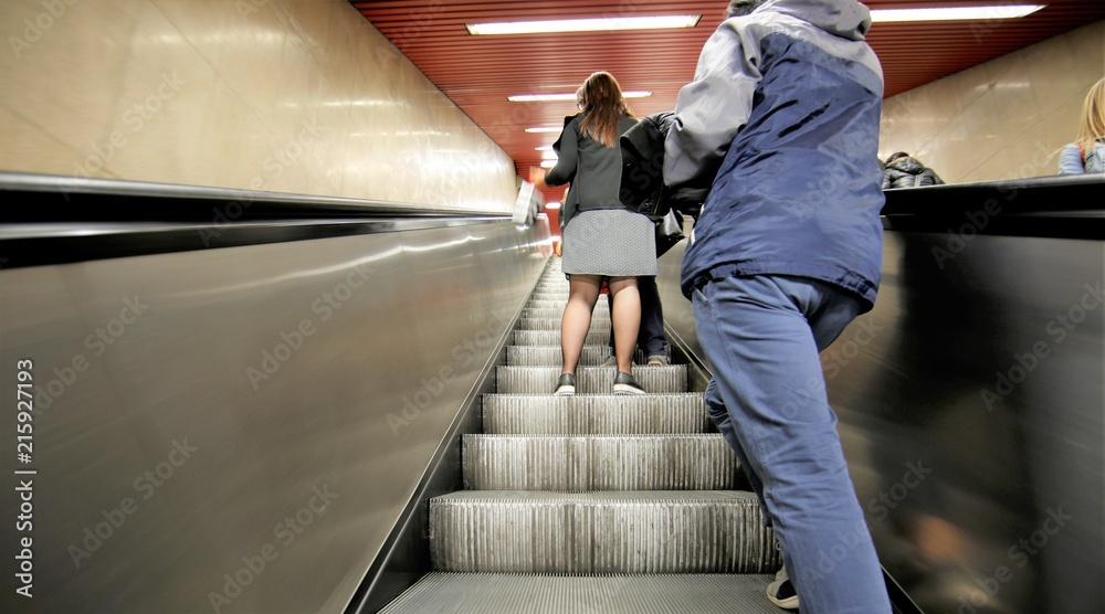 Fototapeta Scale mobili in metropolitana