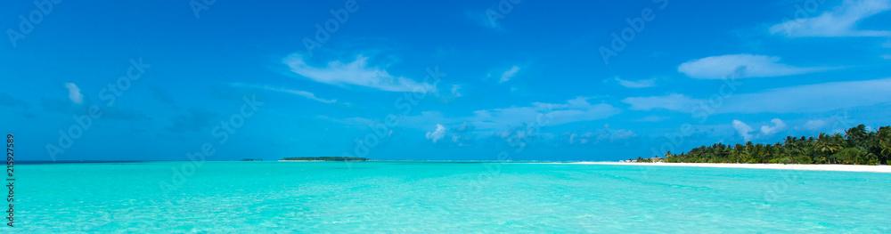 Fototapeta tropical beach in Maldives with blue lagoon