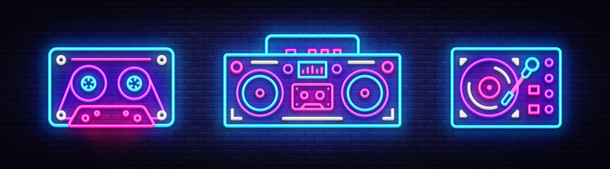Velika kolekcija neonskih pjesama. Elementi dizajna neonskih simbola Retro Music. Povratak na svijetli natpis 80-90-ih, moderan trend dizajn stil. Svijetla reklamna ploča, noćno oglašavanje. Vektorska ilustracija