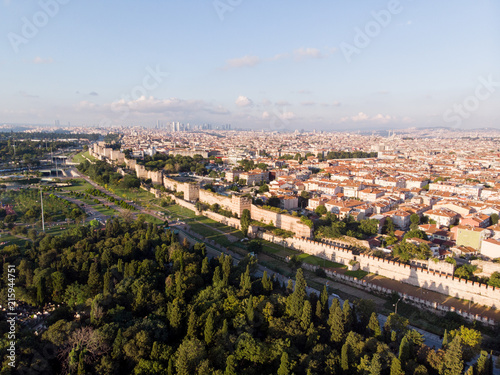 Fotografia Aerial Drone View of Ancient Constantinople's Walls in Istanbul / Byzantine Cons