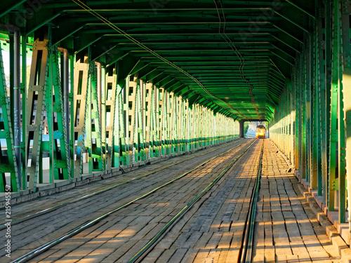 Fototapeta styl industrialny zielona-industrialna-przestrzen