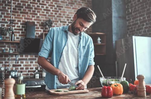 Fototapeta Man on kitchen obraz