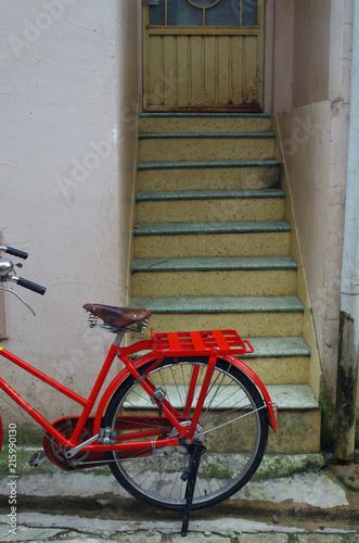 In de dag Fiets red vintage bicycle
