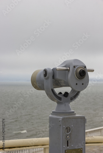 Foto  tourist binoculars for sightseeing from the highest point