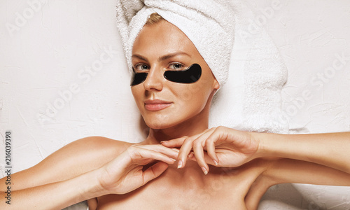 Photo cosmetic mask for the skin under the eyes