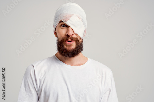 Fotografie, Obraz  bandage on head bruised man