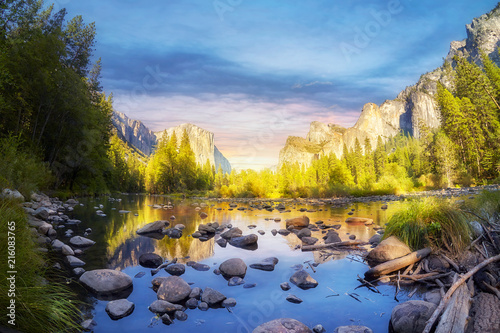 Photo  Yosemite Valley at sunset, California, USA.