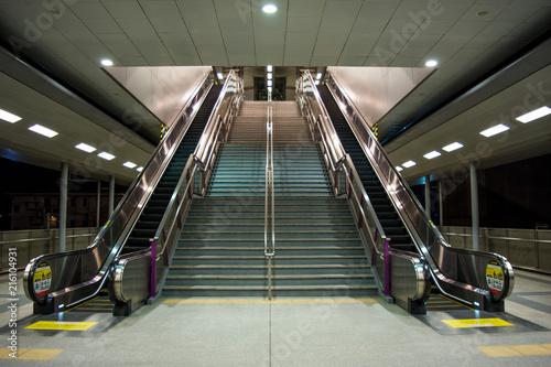 Fototapeta styl industrialny nowoczesne-schody-w-stylu-industrialnym