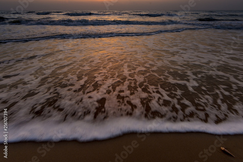 Foto op Aluminium Chocoladebruin Beautiful sky before Sunrise with seascape for background