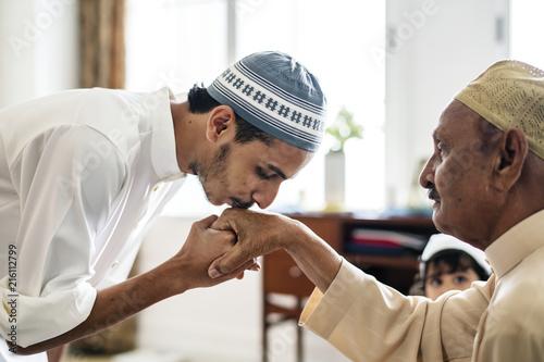 Young Muslim man showing respect to his father Tapéta, Fotótapéta