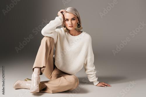 Obraz elegant beautiful girl posing in white sweater and autumn heels, on grey - fototapety do salonu