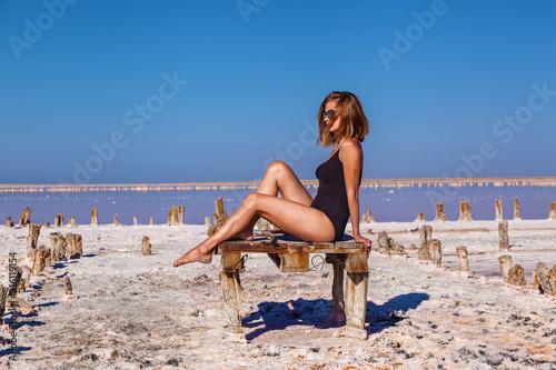 Foto op Aluminium Ontspanning Girl at the Pink Salt Lake