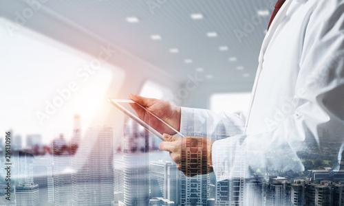 Papiers peints Echelle de hauteur Medical industry concept by means of successful doctor