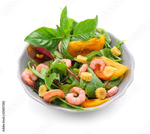 Poster de jardin Vache Tasty salad with shrimps and vegetables in bowl on white background