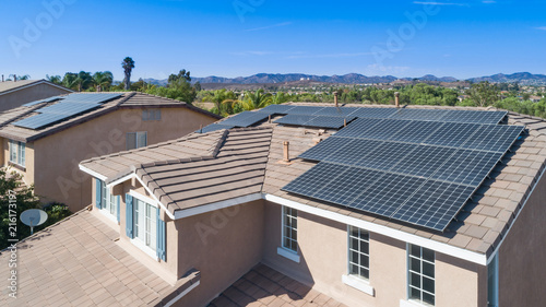 Solar Panels Installed on Roof of Large House Fototapet