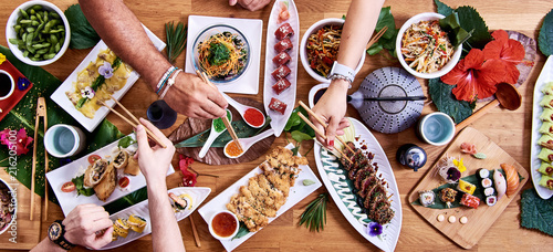 Foto  Top angle shot of traditional Japanese food dishes