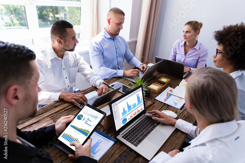 Fototapeta Group Of Businesspeople Analyzing Graphs obraz na płótnie