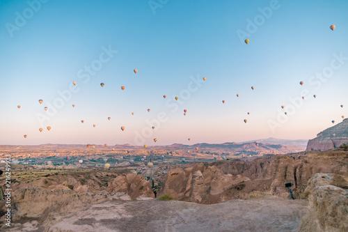 Papiers peints Cappuccino sunrise Cappadocia hot air balloons Kapadokya Turkey