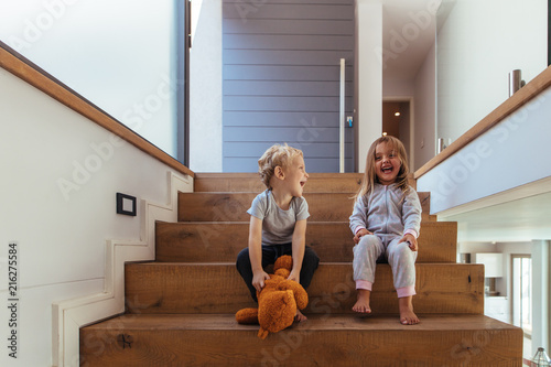 Obraz Kids having fun at home - fototapety do salonu