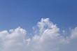青空と雲「空想・雲のモンスターたち」喧嘩する、噛みつく、喧嘩はやめなさい、仲裁、兄弟喧嘩などのイメージ