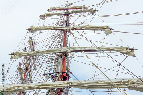 Valokuva  Rotated yards on the standing rigging