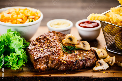 Foto op Aluminium Buffet, Bar Grilled steak, French fries and vegetable salad