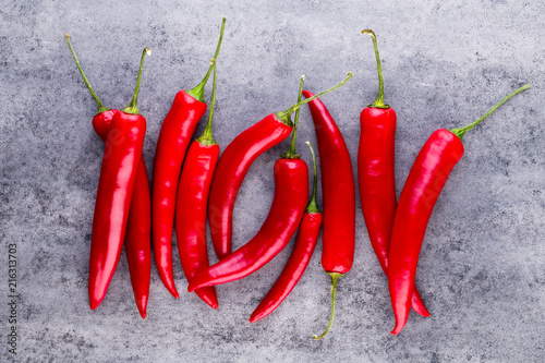 Foto op Plexiglas Aromatische Chili cayenne pepper on grey background.